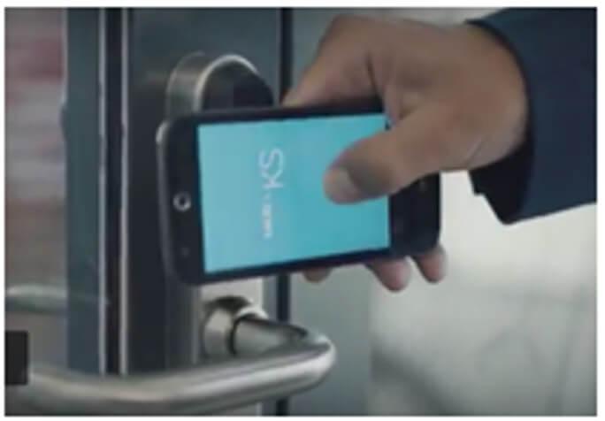 otwieranie-smartfonem-Elektroniczny Zamek